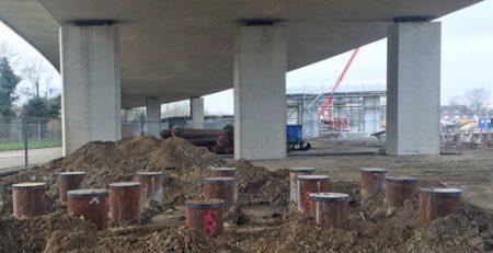 funderingspalen onder de bestaande brug